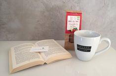 Trotz Dauerregen und Sturm lässt sich der Tag mit einem guten Buch und einer köstlichen warmen Tasse Tee aushalten. #alltagsschönheiten #teetime #demwettertrotzen  Unseren sweevia® Erdbeere-Vanille-Stevia-Tee erhaltet ihr online unter: www.sweevia.de #sweevia #sweetenyourlife #stevia