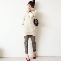 .  冬に絶対着たい白ニット 膨張色でもある白のトップスを着るときは髪をアップするのがオススメ タイトパンツと合わせて着痩せコーデに  Photo by @ma_anmi   Top... #jewelchanges  Bottom... #rakuten  Watch... #danielwellington  Shoes... #ginzakanematsu  Bag... #blisspoint   MINEの公式アプリではファッションを中心とした動画を毎日更新中プロフィールリンクからDLできます   ハッシュタグ#mineby3mootdを付けたコーディネート募集中MINEで紹介させていただくことも  #mineby3mootd #MINEBY3M #ootd #outfit #fashion #coordinate  #instafashion #beaustagrammer #fashionista #outfit #igfashion #おちびコーデ #コーディネート探検隊 #着回しコーデ #お洒落さんと繋がりたい