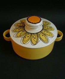 MIDWINTER STONEHENGE FLOWERSONG LIDDED CASSEROLE DESIGNED BY JESSIE TAIT