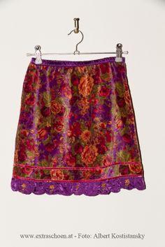 so schön bunt ! bei www.extraschoen.at Bunt, Boho Shorts, Designer, Skirts, Women, Fashion, Nice Asses, Moda, Skirt