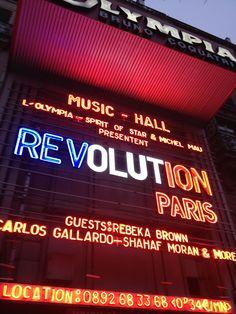 Un néon de 3 couleurs différentes pour la soirée Révolution Paris! Il faudra revenir en Juillet pour la prochaine^^