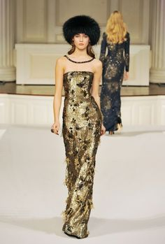 Oscar De La Renta - Glorious combination...beautiful dress, beautiful black hat!