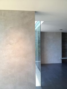 Concrete look. Stucco Walls, Plaster Walls, Polished Plaster, Polished Pebble, Painted Feature Wall, Decorative Plaster, Painting Concrete, Exterior Cladding, White Concrete