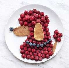 Craft ideas with food on plates motivate you to live a healthier life - Lunch Snacks Cute Snacks, Snacks Für Party, Lunch Snacks, Cute Food, Good Food, Yummy Food, Fruit Crafts, Food Art For Kids, Creative Food Art