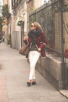 Qué os parece el outfit británico de PRISCILA con nuestras slippers (ref. 1292 en REBAJAS 45€), a nosotros nos parece que está fantástica!! Están disponibles en ante negro, verde, marrón y gris, ¿con cuál os quedáis?