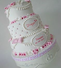Pretty Pink & White Quilted Pink Bows Cake