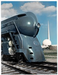 New York Central streamlined steam locomotive at New York Worlds Fair Geek Culture, New York Central Railroad, Colani, Computer Humor, Railroad Pictures, Rail Transport, Art Deco, Bonde, Train Art