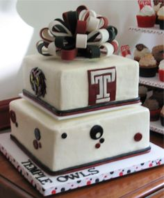 "temple+university+graduation+cakes | ... Temple ""T"" and Temple Owl. Fondant/Gumpaste bow. Also did a cupcake"