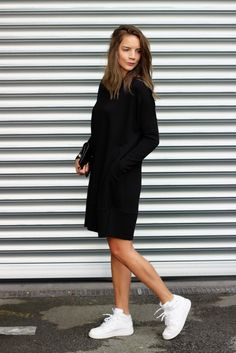 "Der ""Sonntag-Wohlfühl-Look"" all is pretty leonie klara modeblog fashion all black sneaker nike airforce"