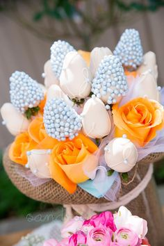 How amazing are these Rose Cake Pops at a Garden Baby Shower? Leuk om te geven als kraamcadeau!