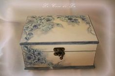 Photo Decoupage Box, Decoupage Vintage, Altered Cigar Boxes, Jewelry Box Makeover, Tea Box, Painted Boxes, Wooden Boxes, Pretty Box, Jewellery Boxes