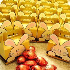 Coelhinho da Páscoa que trazes pra mim? 1 ovo 2 ovos 3 ovos assim  faça suas encomendas com a gente e entregamos no seu endereço! #ovosdepascoa #pascoa2017 #easter #miniovo #chocolovers #maletadocoelho #ovinhosnamaletadocoelho #docilidadegeradocilidade @juonopersonalizados