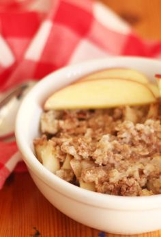 Apple Coconut Oatmeal Looking for a healthy and delicious breakfast? This gluten-free and dairy-free recipe is just the thing. Coconut Oatmeal, Dairy Free Breakfasts, Sugar Free Recipes, Free Food, Gluten Free, Apple, Healthy, Easy, Glutenfree