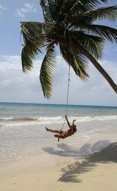 Disfrutando de la vida en la Isla de Providencia Colombia Outdoor Furniture, Outdoor Decor, Beautiful Beaches, Ideas Para, Places To See, Water, Summer, Melancholy, Travel