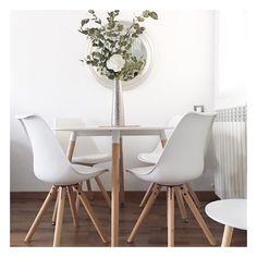 Die Stühle Max Von JELLAu0026JORG Passen Mit Ihrem Erfrischendes Design Perfekt  In Das Helle Esszimmer Im