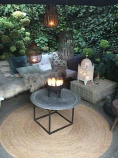 garten dekoration winter cool Loggia on a budget.Im happy her. Corinne Madias Michigan Fine Homes. Keller Williams Northville Read More by adrha. Outdoor Rooms, Outdoor Gardens, Outdoor Living, Outdoor Furniture Sets, Outdoor Decor, Wooden Furniture, Adirondack Furniture, Adirondack Chairs, Backyard Patio