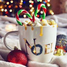 Cozying up with some hot chocolate 🍵🍵 . . . . #christmas2016 #noël #xmasdecor #holidayspirit  #fairylights #thehappynow #liveinthemoment #shared_joy #holidayspirit #torontodiaries #gastropost #winters  #bokeh_love #visualsoflife #still_life_gallery #tv_stilllife #jj_still_life #petitejoys #lovelysquares #hotchocolate #chocolatchaud #aquietstyle #tv_living #thingsilove #myweekofprettylights #whatisee #feelfreefeed  #seekthesimplicity #theartofslowliving #hp_christmasfaffing