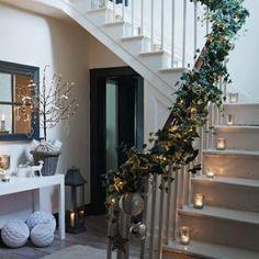 staircase-christmas-lights