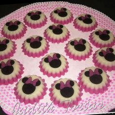 Mini gelatinas. Minnie Mouse. Minnie Mouse Party, Mouse Parties, 2nd Birthday Parties, Cakes And More, Food To Make, Sweet Treats, Yummy Food, Sweets, Chocolates
