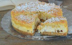 Crostata di biscotti al forno con ricotta e cioccolato, in realtà base di biscotti e superficie sbriciolata,golosa, facilissima e ideale per ogni occasione.