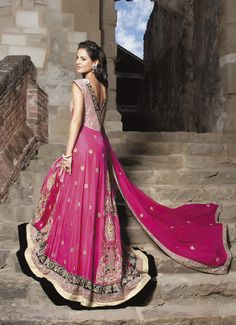 South Asian Bridal Outfit – Simply Stunning! #southasianbride #southasianwedding #desibride