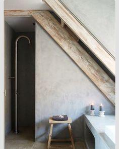Jee-O douche in betonlook badkamer gecombineerd met oud hout:)) Molitli loves it!!!
