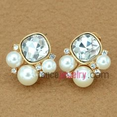 Classical pearl stud earrings with rhinestone decoration