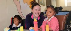 AMAUTA Volunteer in Cusco donates games and puzzles to Peruvian kids in a clinic !