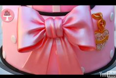 How to make a satin fondant bow {video}.