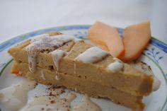 MamaMia versucht sich an veganem Käsekuchen, verfeinert mit Joghurtsoße und Melone. Sieht sehr hübsch aus! http://dermamamia.blogspot.co.at/2013/03/vegan-wednesday_14.html