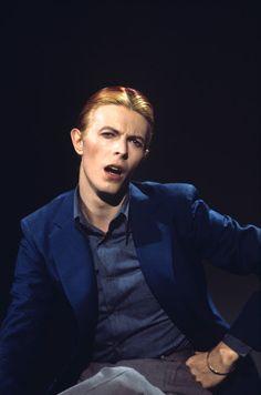 デヴィッド・ボウイの写真集『Bowie』に掲載された写真22枚を、さまざまなヴィンテージ写真を紹介しているサイトVintage Everydayが特集紹介。主に70年代のフォト・セッションからの写真で、撮影はスティーヴ・シャピロ