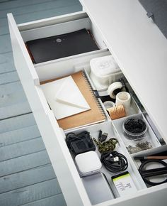 Der Unordnung an den Kragen Top view of a drawer with compartments in which scissors, adhesive strips, cables and the like are organized. Desk Drawer Organisation, Home Office Organization, Organizing, Drawer Storage, Organization Ideas, New Swedish Design, Ikea Kallax Regal, Study Room Decor, Home Decor Ideas