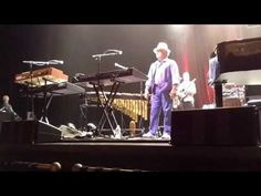 Introductions of Brian Wilson Band nembers - YouTube