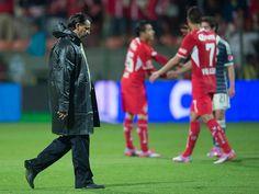 Renuncia Carlos Bustos; Chivas se queda sin técnico