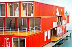 »Container« – Tolle Ausstellung im NRW-Forum Düsseldorf.   Alex     Fahnen vor dem Forum      Ausstellungsbeschreibung      Wissenswertes üb...