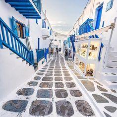 MYKONOS island (Στο νησί της Μυκόνου στις Κυκλάδων), CYCLADES islands group - GREECE ⠀⠀   @kyrenian