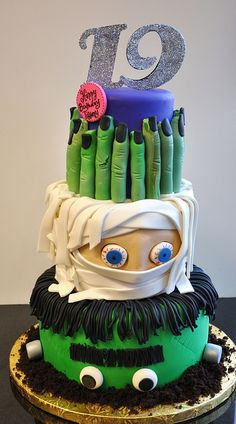 Halloween Cake of Frankenstein and Mummy. Oh so scary good! #cake #cakes #cupcake #cupcakes #halloween #idea #ideas #kids #love @Mad4Clips #pinterest #love