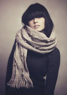 heavy fringe and scarf look fab. Fashion Mode, Look Fashion, Fall Fashion, How To Wear Scarves, Scarf Styles, Her Style, Autumn Winter Fashion, Beret, What To Wear