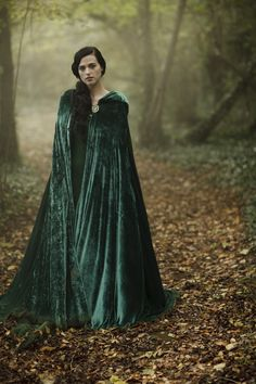 Luv Morgana's cape! So pretty! It would be so much fun to ride a horse with this!! Wouldn't it?!?! :)