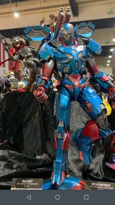 Avengers Endgame statues: Rocket and Iron Patriot mark 2 Predator Action Figures, Custom Action Figures, Iron Man Suit, Iron Man Armor, Marvel Heroes, Marvel Avengers, Spiderman Action Figure, Superhero Facts, Black Panther Marvel