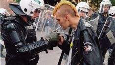polizei_antifa The Effective Pictures We Offer You About Rock Style boy A quality picture can tell you many things. You can find the most beautiful pictures that can be presented to you about hippie R Punk Rock, Punk Fashion, Grunge Fashion, Lolita Fashion, Rockabilly Fashion, Fashion Boots, Arte Punk, Punks Not Dead, Skinhead