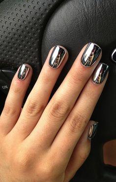 Metallic silver mani