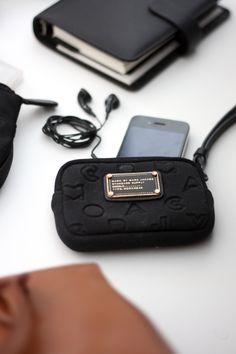 Homevialaura   What's inside my handbag   Lauren Ralph Lauren Newbury handbag   iPhone   Filofax planner