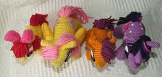 crochet pony Knit One Awe Some: My Little Pony: Friendship is Magic - school-age ponies Crochet Pony, Crochet Beanie, Cute Crochet, Crochet Unicorn Pattern Free, Crochet Amigurumi Free Patterns, Cute Ponies, My Little Pony Friendship, Diy Crafts, Magic