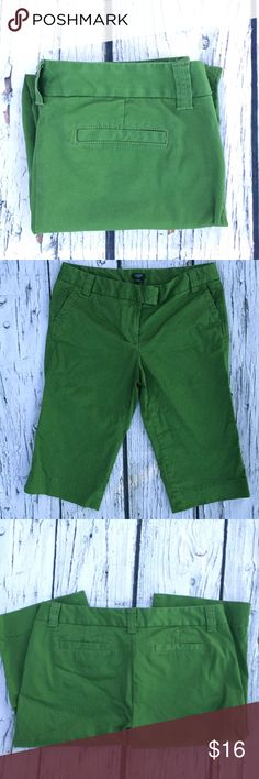 J. Crew Favorite Fit in Green These lovely capris make a statement! Petite size. Mint condition. •No returns, no trades •10% discount on 3+ items J. Crew Pants Capris