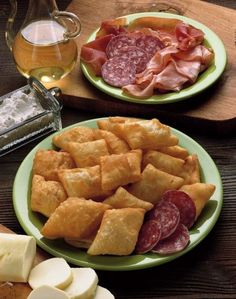 Crescentine con salame e mortadella. Cucina - tradizione bolognese.