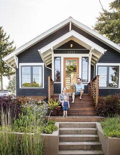 Cool small front porch design ideas 36 home черный дом, крош Exterior Paint Colors For House, Paint Colors For Home, Exterior Colors, Exterior Design, Paint Colours, Stain Colors, Veranda Design, Front Porch Design, Front Porches