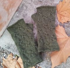 Free Knitting Pattern: Four Strand Cable Mitts