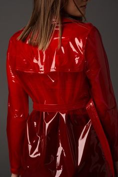 Raincoats For Women Trench Clear Raincoat, Red Raincoat, Vinyl Raincoat, Raincoat Jacket, Plastic Raincoat, Plastic Pants, Imper Pvc, Stylish Raincoats, Outfits