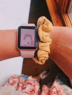 18 Things to Add to Your Wishlist – The Effective Pictures We Offer You About watch wallpaper quotes A quality picture can tell you many … Apple Watch Bracelets, Apple Watch Fashion, Apple Watch Wallpaper, Apple Watch Faces, Apple Watch Accessories, Vsco, Foto Instagram, Instagram Story, Beautiful Watches